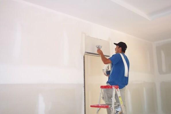 Очень важно при работе - подготовить поверхность стены, очистить, выровнять - otdelat.ru