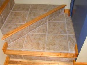 Лестницы, отделанные плиткой, смотрятся вполне достойно - otdelat.ru