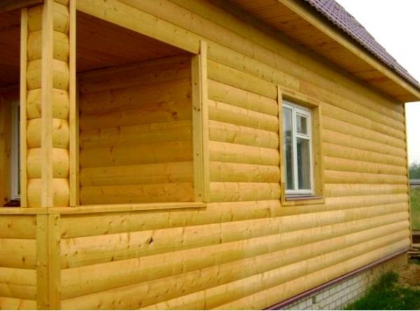 Примерно так выглядит дом, который обшили блокхаусом - otdelat.ru