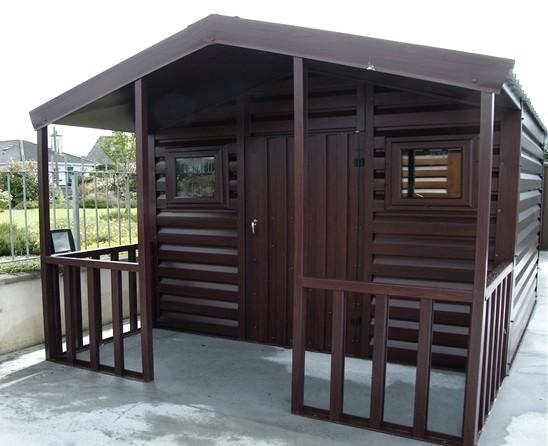Прекрасная крытая веранда, отделанная коричневым материалом - вы сможете также! - otdelat.ru