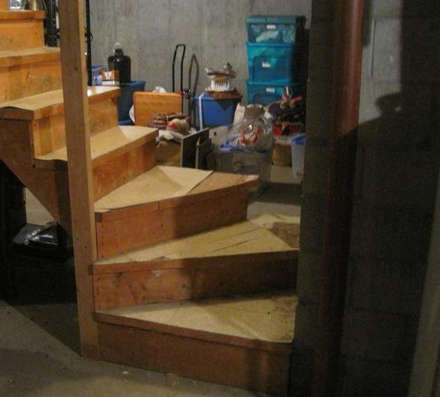 Так может выглядеть винтовая лестница, ведущая на цокольный этаж - otdelat.ru