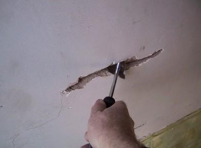Иногда поверхности требуется ремонт перед выполнением оштукатуривания - otdelat.ru