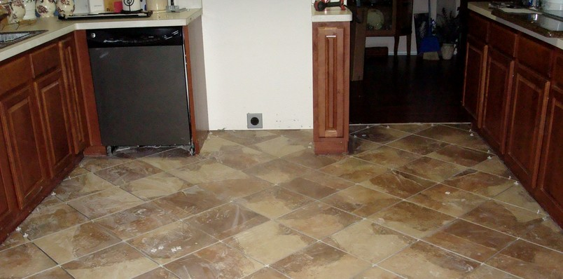 Керамическая плитка под камень на кухне - очень удачное применение - otdelat.ru
