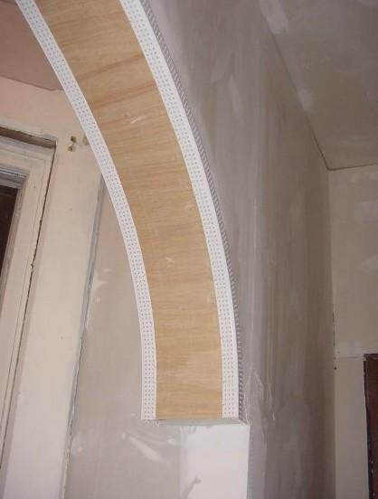 Камень для обшивки этого архитектурного элемента тоже подходит - как натуральный, так и искусственный - otdelat.ru