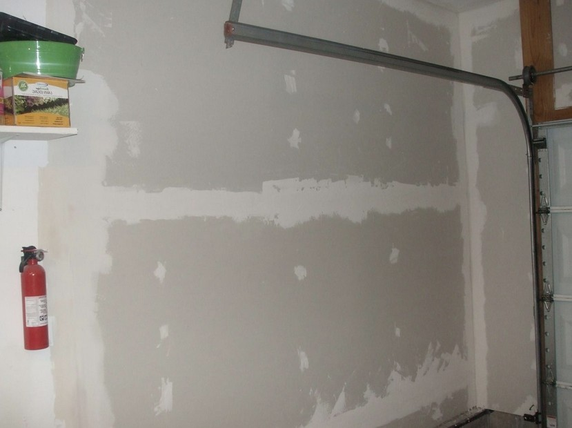 Шпаклёвка стен уже выполнена - скоро в гараже можно будет красить - otdelat.ru