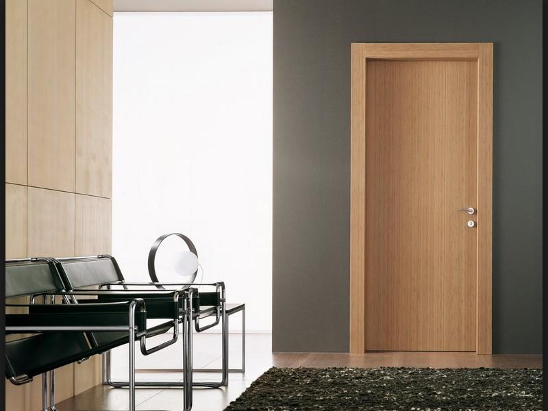 Внутри отделка откосов двери также необходима - otdelat.ru