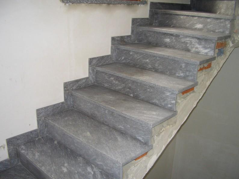 Мраморные плиты способны преобразить любую лестничную конструкцию - otdelat.ru