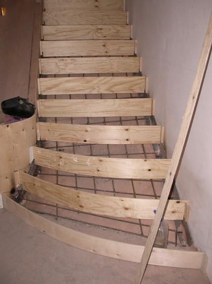 Опалубка лестничной конструкции почти выполнена - otdelat.ru