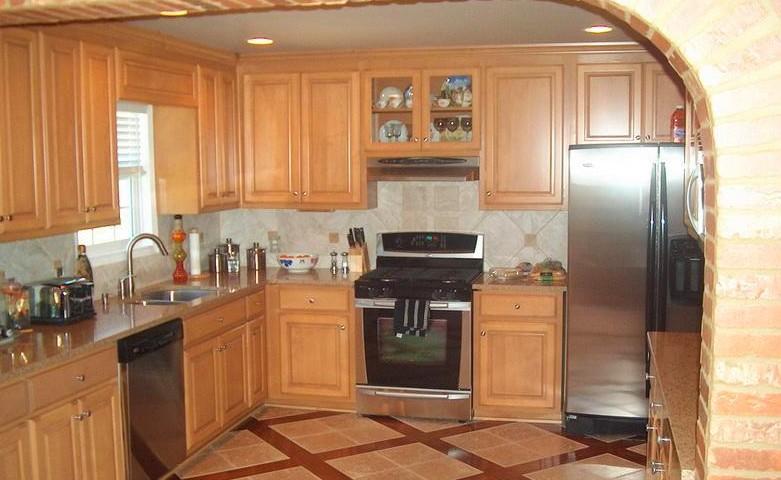 Дерево - благородный материал для облицовки кухонного помещения - otdelat.ru
