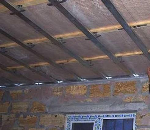Монтаж направляющих на потолок нужен обязательно - иначе обшивку гипсокартоном не делают - otdelat.ru