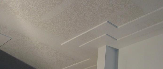 Несомненное достоинство ГКЛ - с его помощью получают необычный рельеф потолка - otdelat.ru