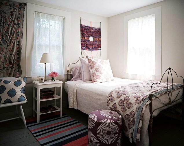 В типовой маленькой квартире отделка спальни может быть такой - otdelat.ru