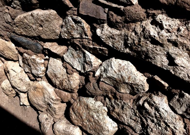 Облицовка фундамента натуральным камнем - достаточно дорогое решение, но результат стоит вложений - otdelat.ru