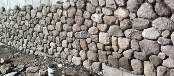 Облицовочный камень может быть разным - можно подобрать такой материал, который идеально впишется в общую концепцию ландшафта - otdelat.ru
