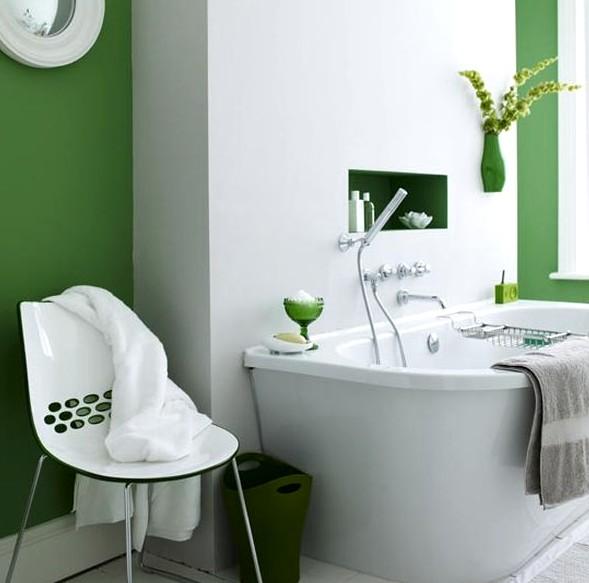 Интерьер только выиграет, если стены в ванной выкрасить разными цветами - otdelat.ru