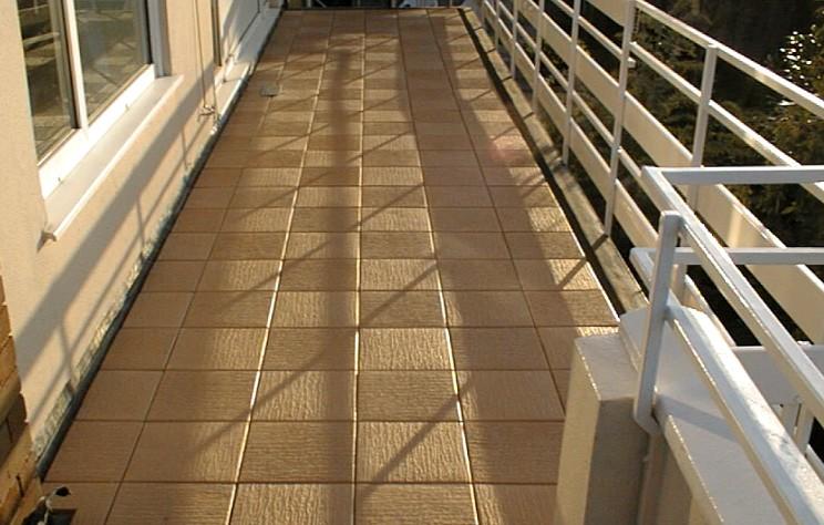 Если отделка балкона плиткой выполнена качественно, результат выглядит великолепно - otdelat.ru