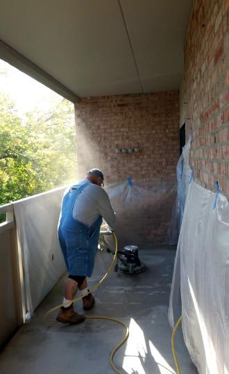 Над стенами балкона также придётся поработать - otdelat.ru