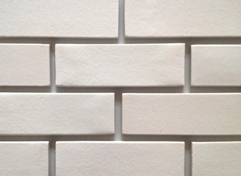 Пример того, как выглядит материал, имитирующий кирпичную кладку - otdelat.ru