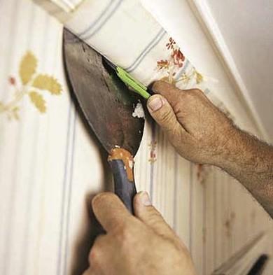 Шпатель, нож и прочие инструменты пригодятся при работе с обоями - otdelat.ru