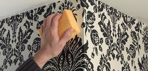 Избавиться от складок можно так - просто протереть нанесённый материал губкой - otdelat.ru