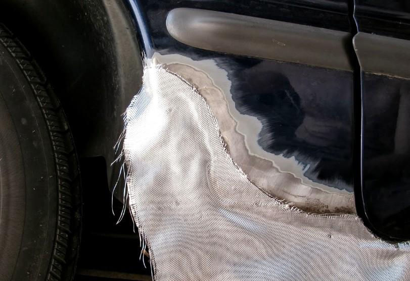Сетка, шпатлёвка со стекловолокном - работы над восстановлением автомобиля в разгаре - otdelat.ru