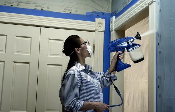 Средства защиты мастер должен использовать обязательно - краска может быть ядовитой - otdelat.ru