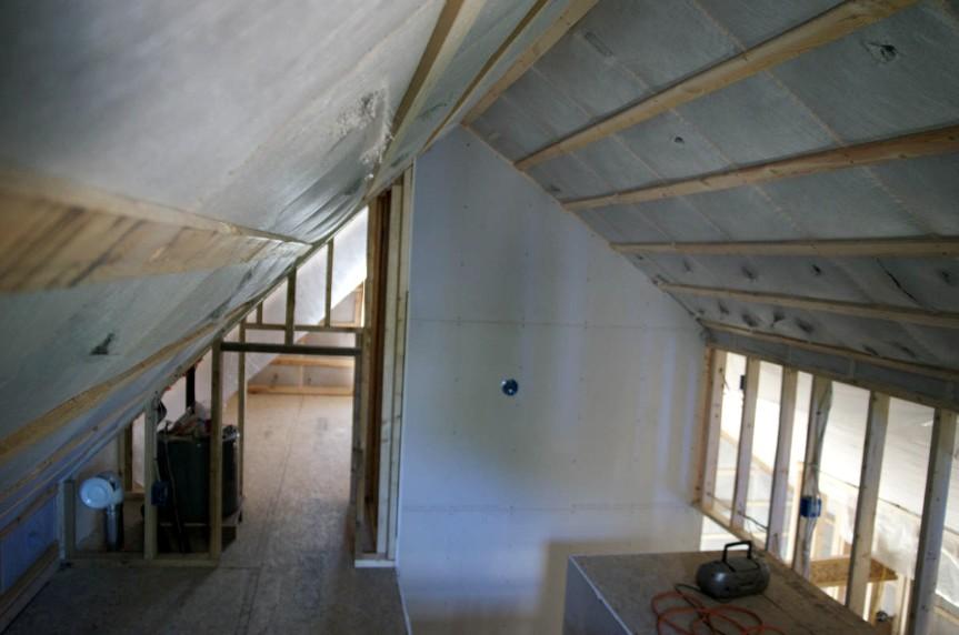 Актуальная задача - утепление частного дома. Ведь от этого зависит расход средств на электроэнергию и не только - otdelat.ru