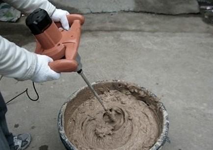 Кто-то покупает готовые смеси, кто-то предпочитает готовить их самостоятельно из подручных материалов - otdelat.ru