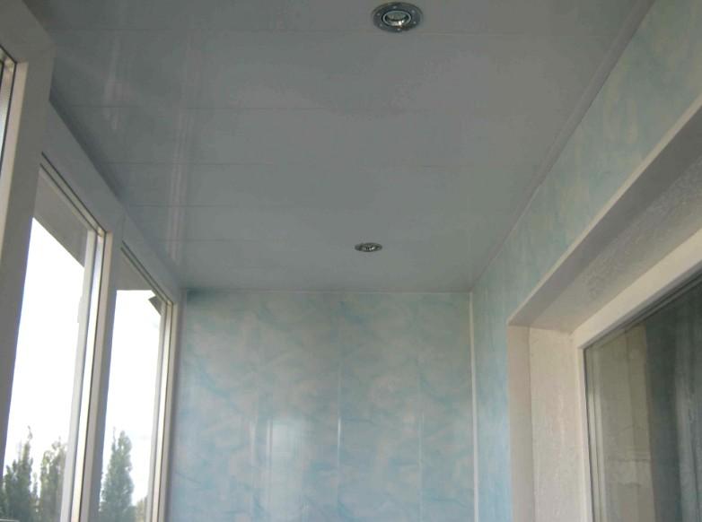 Нередко люди задумываются: чем отделать потолок на балконе - otdelat.ru
