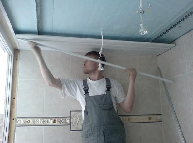 Хороший выбор - облицовка балконного потолка пластиковыми панелями - otdelat.ru