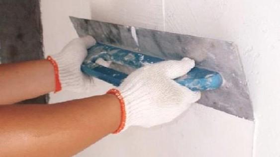 Если подготовка выполнена правильно, с выравниванием стены шпаклёвкой не будет никаких трудностей даже у мастера-новичка - otdelat.ru