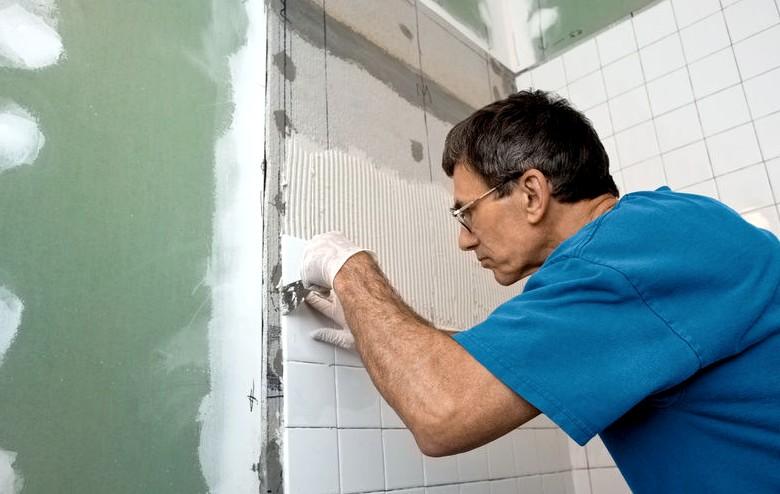 Выравнивание стен шпаклёвкой обеспечит идеальную основу для различных отделочных материалов - будь то плитка или обои - otdelat.ru