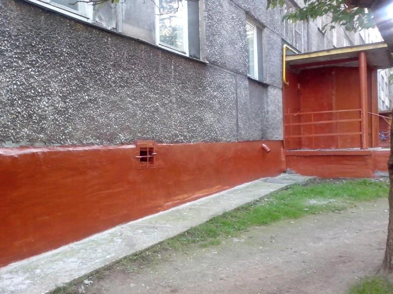 Здесь уже произвели окраску цоколя - дом теперь смотрится совершенно иначе - otdelat.ru