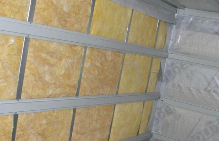Кто-то доверяет классике и покупает вату - теплоизоляция стен изнутри получается отличной - otdelat.ru