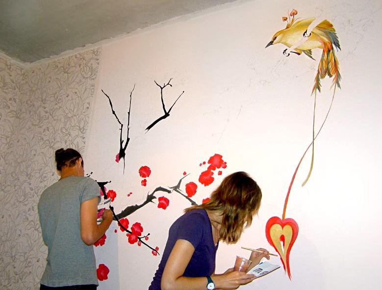 Нарисовать обои на стене своими руками может каждый - это не трудно - otdelat.ru