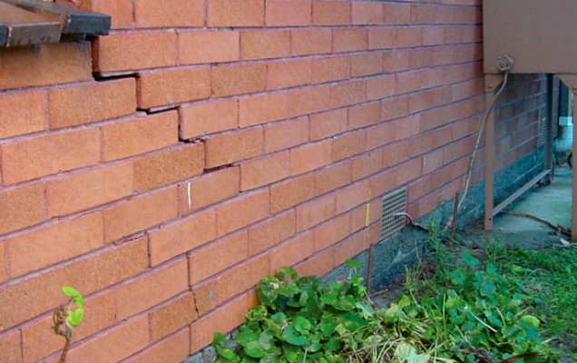 Сложнее всего избавляться от сквозных трещин в кирпичных стенах - otdelat.ru
