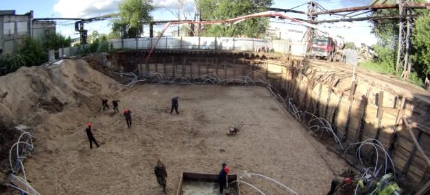 На строительной площадке активно ведутся работы по водопонижению - otdelat.ru