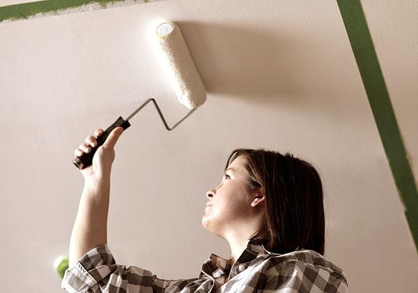 Побелка потолка водоэмульсионной краской своими руками