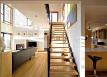 Как отделать лестницу: в доме и снаружи