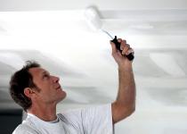 Шпаклевка потолка под покраску: видео, инструкция
