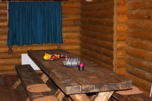 Отделка банной комнаты отдыха в русском стиле