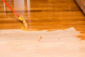 Чем покрасить пол в доме
