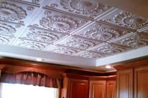 Декоративная отделка потолков: обзор вариантов и материалов