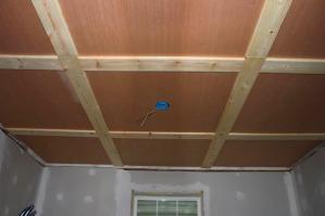 Как и чем отделать потолок в доме
