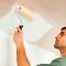 Нужно ли грунтовать потолок перед покраской