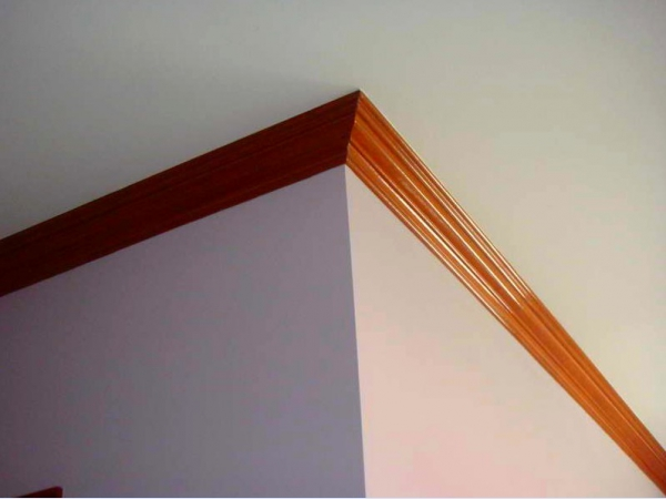деревянные плинтуса на потолке фото кстати