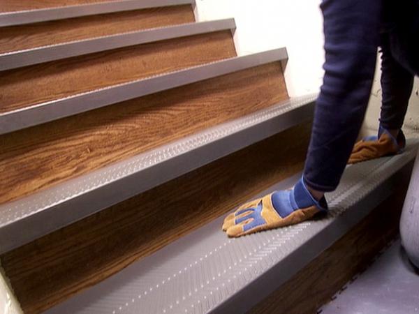 Облицовка лестниц плиткой встречается повсеместно: как в обычных домах, так и в общественных местах - otdelat.ru