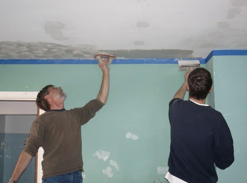 Как шпаклевать потолок из гипсокартона? Примерно также, как и любую другую поверхность - otdelat.ru