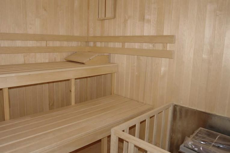 Внутренняя отделка бани из пеноблока может быть выполнена различными материалами - otdelat.ru