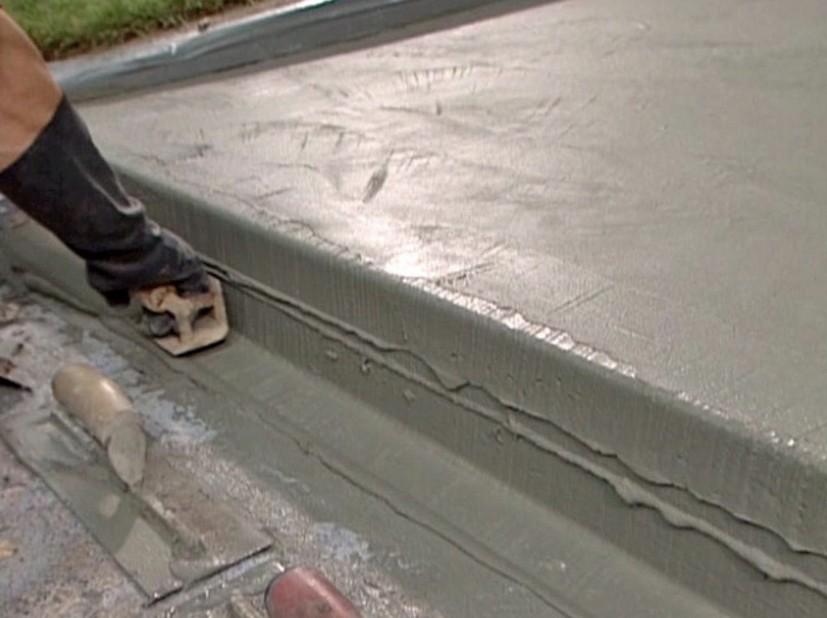 Работы по облицовке бетонной лестницы в самом разгаре - otdelat.ru